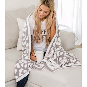NEW PINK LILY Gray Leopard Cheetah Throw Blanket